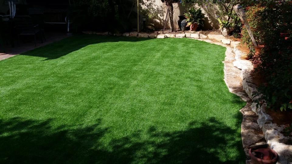 דשא סינטטי על משטחים