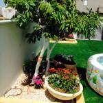 שילוב דשא סינטטי עם קערות עיצוב